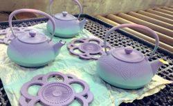【伝統工芸】推し色グラデーションを施した南部鉄器が話題「めちゃくちゃ可愛い!」