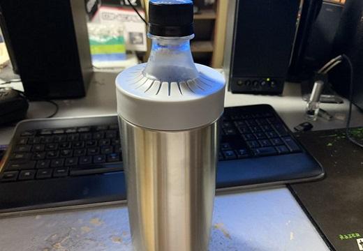 【980円】ワークマンで売ってる「真空保冷ペットボトルホルダー」高機能性が話題、売り切れ続出!これは欲しい!
