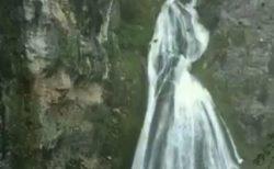 【ペルー】「花嫁の滝」と呼ばれる滝が美しい。ウエディングドレス!