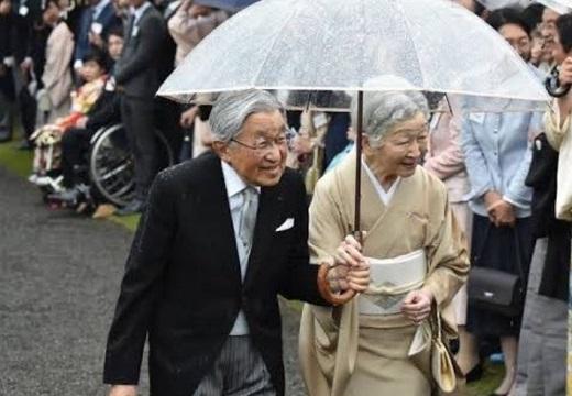 【第125代天皇陛下】右肩がずぶ濡れな上皇陛下の写真が話題に