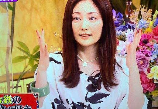 【養生テープ?!】常盤 貴子さんの斬新なブレスレットにネット騒然!