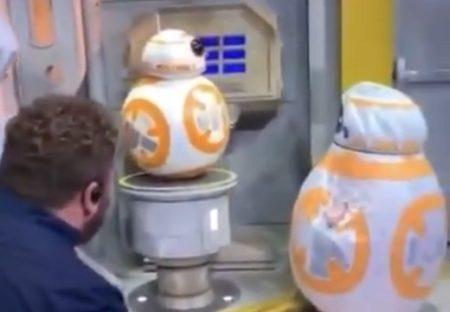 【最高】BB-8のコスプレで本物に会いに来た少女とディズニースタッフの反応