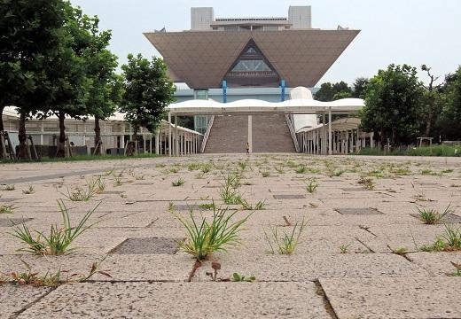 【切ない】駅から東京ビッグサイトへ続く石畳に‥草が生える