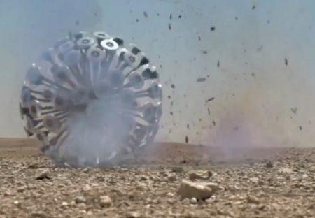 【風力】地雷を爆破処理しながら転がっていく「地雷処理ボール」が話題