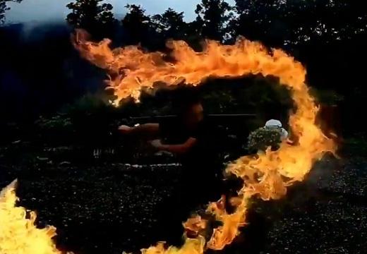 【刀】炎の剣が実在した!炎技家さんによる「炎刀の火炎斬り3連」にネット騒然