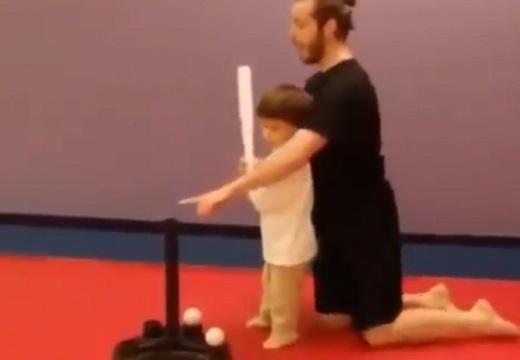 【w】打撃練習する子供に「ボールから目を離すな」ってアドバイスしたら・・
