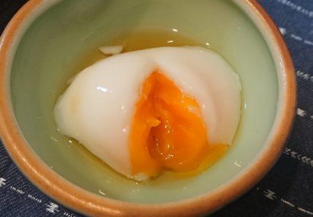 【おいしそう】陽が当たる車内に2時間放置された卵・・温泉卵になるw