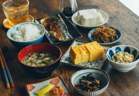 【ご馳走】セブンの総菜を100均のお皿に盛り付けたら‥超映える食卓に!
