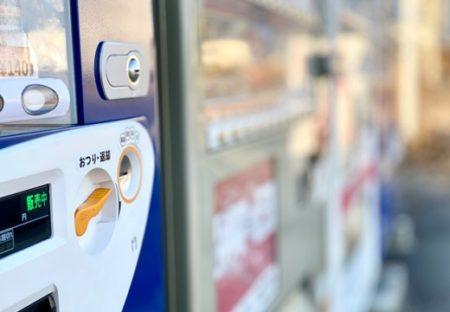 【悲報】自販機さん、暑さで性能限界を突破してしまう・・・