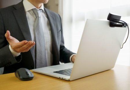 【内定獲得】上スーツ・下パジャマでweb面接に臨み、社長に服装の事を聞かれた時の対処法が話題w