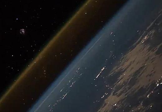 【圧巻映像】「ロケット打ち上げを宇宙から見ると・・・」の動画が衝撃的