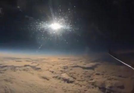 【動画】飛行機から撮影した日食の様子が凄い!