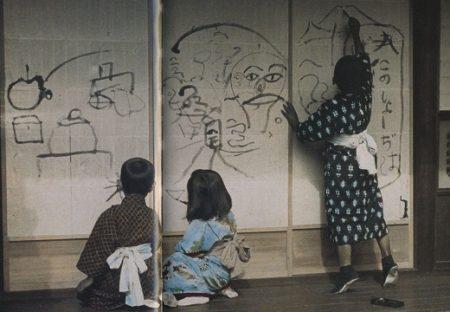 【画像】「障子に落書きする子供達」大正時代の写真がステキすぎる