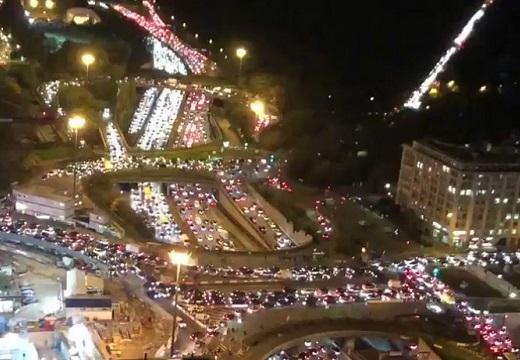 【カオス】パリで2度目のロックダウン、地方へ逃れる人達の渋滞や反対デモがすごい