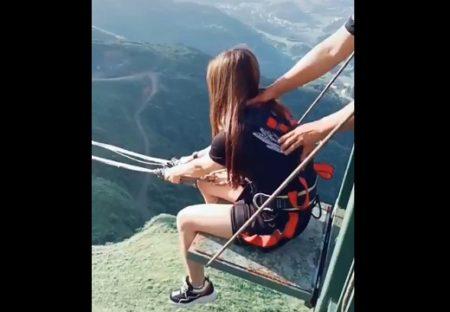 【スゴイ】ハイジみたいなブランコに乗った少女の動画が話題