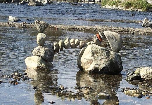 【凄い】鴨川で発見されたアートにネット騒然