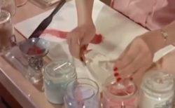 【コスメ】肌色を見ながら目の前で調合。プレスドパウダーを作る1950年代の動画が可愛い