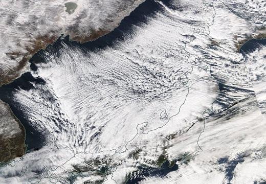【衝撃画像】気象庁研究官「日本海上、教科書に載るレベルの凄い雪雲。大雪に警戒を」