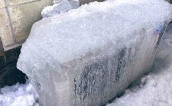 【栃木で】エアコンきかない?と外を見たら室外機が氷漬けに!!