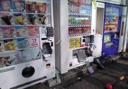 【ショック画像】治安が悪い地域の自動販売機‥悲しすぎる