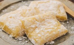 【確実においしい】餅+砂糖+バター+卵黄で簡単にできる「バター餅」が話題に!