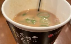 【150円】あの有名ラーメン店が紙コップでこってりスープを販売!ネット騒然「これは神」