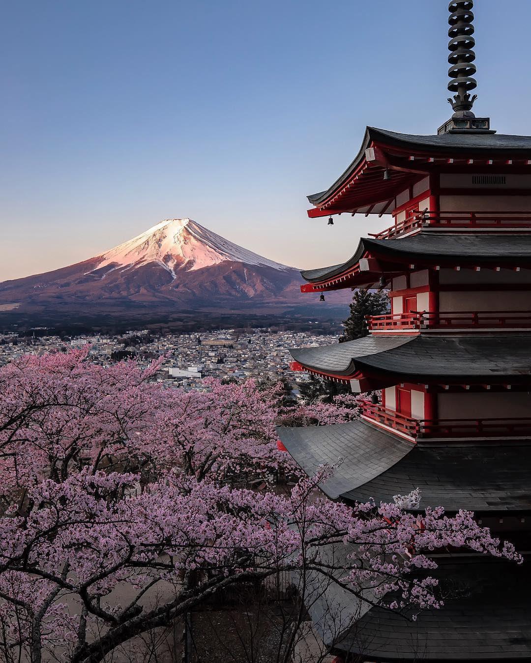 「Mount Fuji, Japan」富士山のこの景色が海外で話題に!