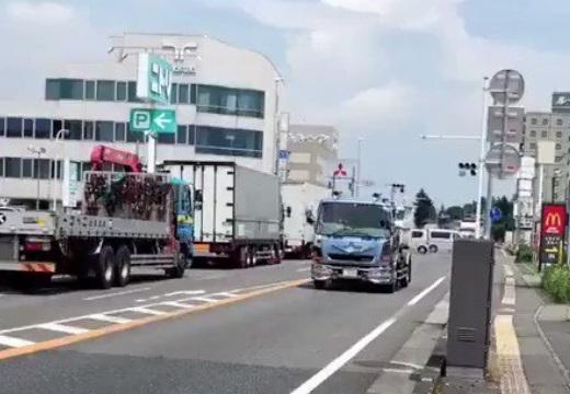 【感動】「通りゆくトラックに手を振ってみた」の動画が話題に
