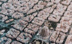 【!】芸術的なバルセロナ市街、空撮写真がおいしそうに見える人 続出w