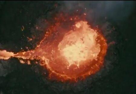 【迫力映像】ドローンが噴火する火山を真上から撮影。あまりの映像にネット騒然「CGみたい」