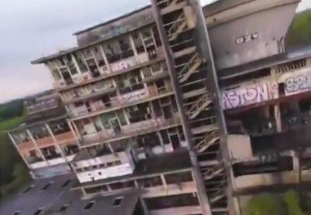 【驚】廃墟を飛び回って撮影するドローン、映像がめちゃくちゃカッコイイ!