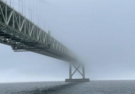 【局地的豪雨】異世界の入り口みたくなっている明石海峡大橋が話題に