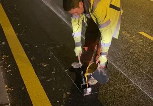 【神業】道路標示の職人さん、あまりの凄さに絶句!