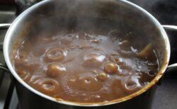 【目からうろこ】「カレー作った鍋の洗い方」スポンジべとべとを瞬時に解決する裏ワザが大反響!