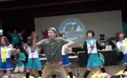 「踊りたい人はご一緒に♪」アイドルのダンスにノリで乱入したオタクが凄すぎるw