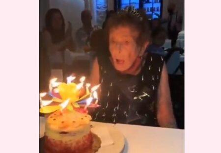 【動画】ティアラをつけたおばあちゃん、誕生日ケーキに感動する様子が素敵すぎる