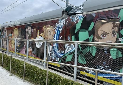 【画像】アメリカで走る「鬼滅の刃」列車、クオリティーが凄すぎるw
