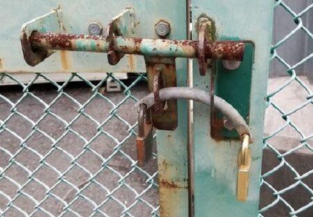 【天才】東京電力とau、両社が使える送電線鉄塔の錠が凄い!4社用はもっとスゴイ!