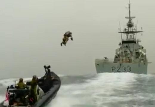 【凄い】英海軍のジェットスーツが想像以上でネット騒然「かっけー!」