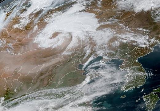 【恐怖画像】気象庁研究官「明日から全国的に多量の黄砂が飛来する見込み。警戒を」