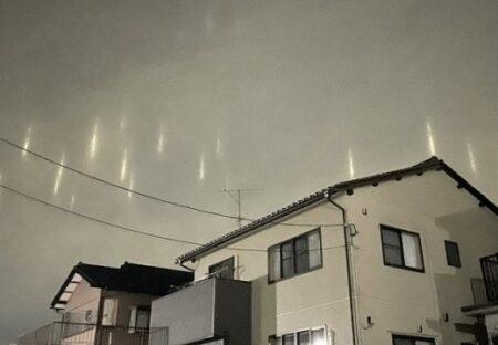【!】北陸で空に浮かぶ光の柱がたくさん目視されネット騒然