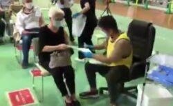 【天才】福岡のワクチン集団接種が激すご!コロ椅子に乗った医師が大名行列的に移動「1時間に150人余裕」
