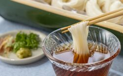 【梅干し1つで】素麵が劇的においしくなる茹でる際の簡単ライフハックが話題に
