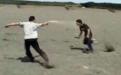 【実証】催涙スプレーの効果って?プロによる「暴漢vs被害者」の再現映像が大反響
