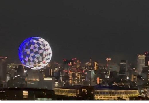【五輪開会式】国立競技場の上でパフォーマンスを行うドローン、外から撮影した動画が大反響