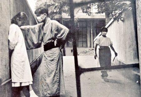 【w】昭和31年のリアル壁ドン。患者と看護婦の写真が完璧すぎる構図が話題に