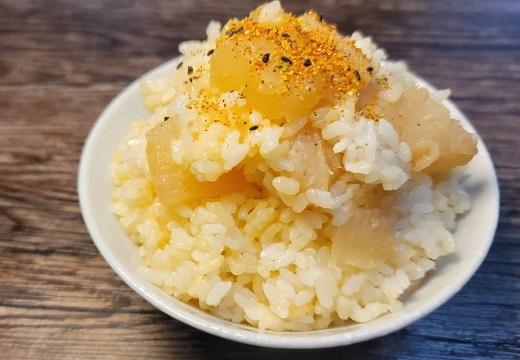 【グルメ】コンビニおでん、つゆごと炊飯器で炊き込むと・・めちゃ旨そう!!