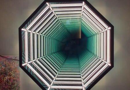 【すごい】マジックミラーを利用した壁のオブジェ 異空間への入り口みたい・・